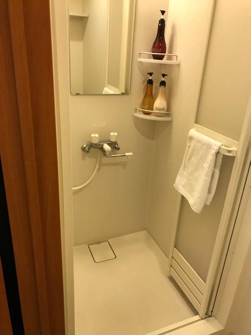 天然温泉 加賀の湧泉 ドーミーイン金沢の禁煙様ダブルルーム室内のシャワー室