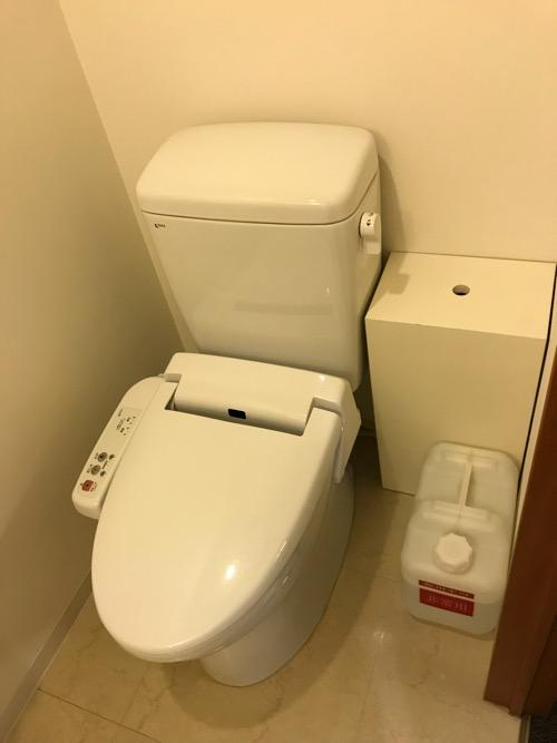 天然温泉 加賀の湧泉 ドーミーイン金沢の禁煙様ダブルルーム室内のトイレ
