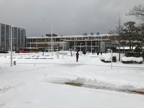 新潟駅南口前の雪景色