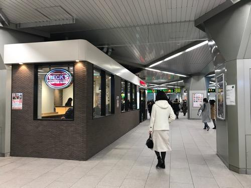 JR浦和駅改札内のベックスコーヒーショップ浦和店 テーブル窓側