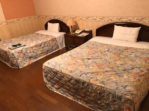 星乃岡温泉 千湯館 家族風呂・宿泊用の部屋「石の湯 305号室」のベッド