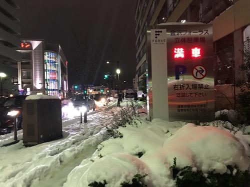 金沢フォーラス周辺の夜の雪景色
