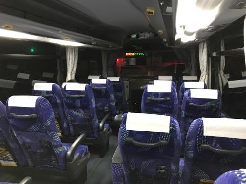 成田空港到着前のバス車内の様子