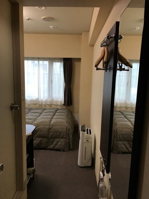 コンフォートホテル岡山 シングルルームの部屋の入口から中を見た時の様子