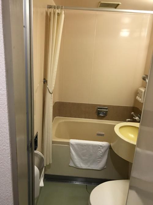 ホテルエコノ金沢駅前のシングルルームのトイレとお風呂