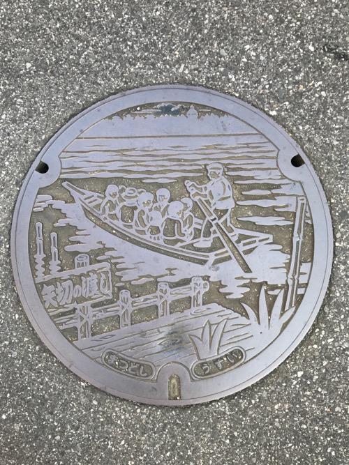 千葉県松戸市のマンホールの蓋(矢切の渡しの絵)