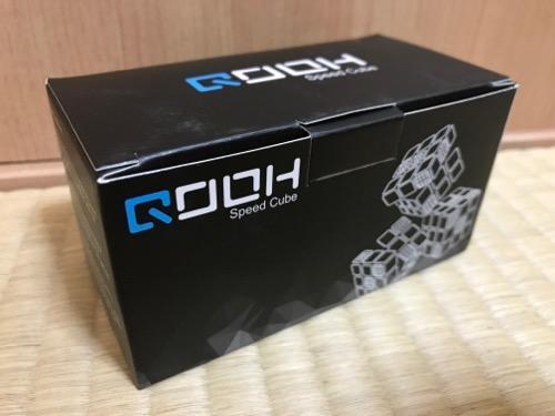 「スピードキューブ QOOH 競技専用ver.2.0 世界基準配色 2個 セット 回転スムーズ 予備のシール パズルスタンドつき」の箱