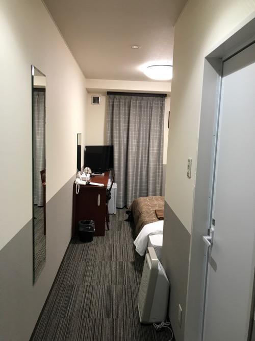 金沢ゆめのゆ(HOTELゆめのゆ)のシングルルームの入口から見た室内の様子