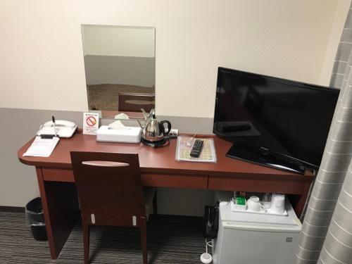 金沢ゆめのゆ(HOTELゆめのゆ)のシングルルームの机