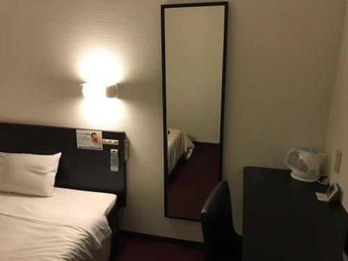 スーパーホテル岡崎の禁煙シングルルームの全身鏡