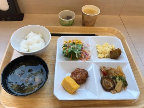 スーパーホテル岡崎のバイキング形式の無料朝食