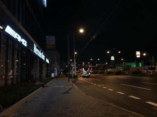 メルセデスベンツ神戸中央店、阪神バス・脇浜三丁目バス停付近(2017年10月23日午前5時18分頃)