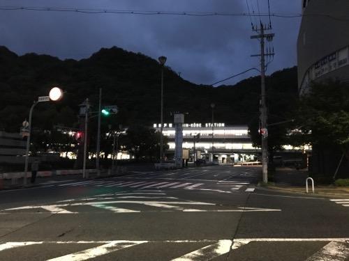 新神戸駅前の交差点(2017年10月23日午前5時48分頃)