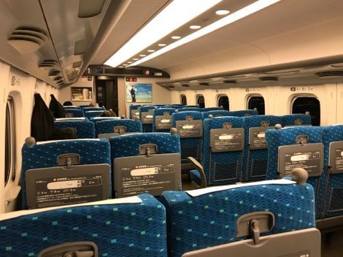 新幹線のぞみ100号東京行の自由席車内の様子(2017年10月23日午前6時9分頃)