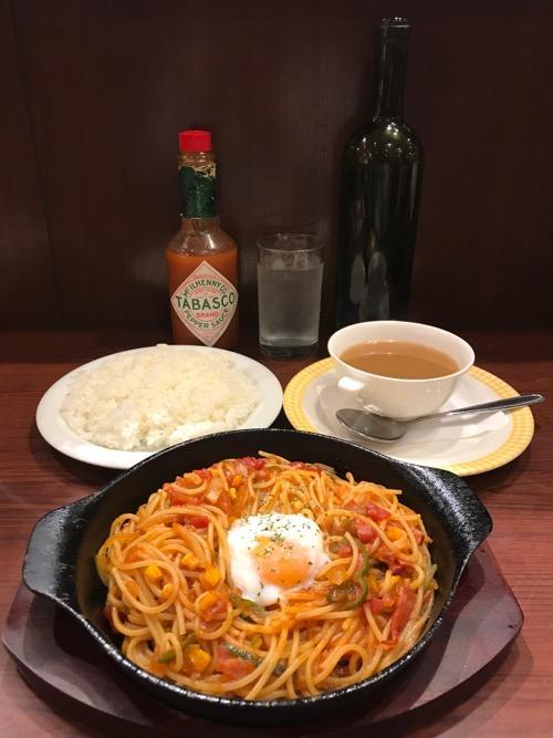 岡山グルメと珈琲ALO ALO(アロアロ)の鉄板温玉のせナポリタン、ライス中、スープ