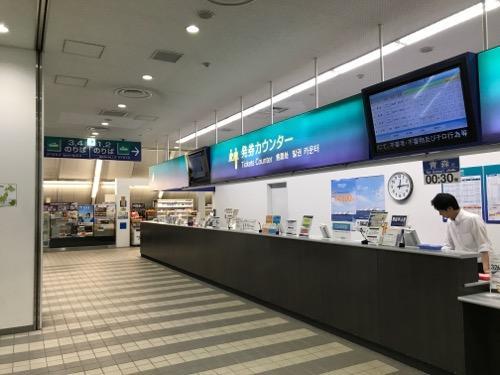 函館ターミナルの発券カウンター