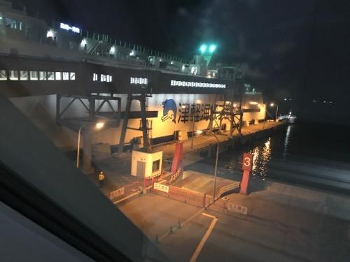 函館フェリーターミナル3階から眺めた津軽海峡フェリーのブルードルフィン