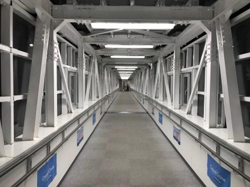 函館フェリーターミナル3階からフェリーまでの連絡通路