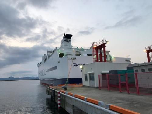 青森港に停泊中の津軽海峡フェリーのブルードルフィン