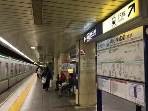 東京メトロ明治神宮前〈原宿〉駅のホーム