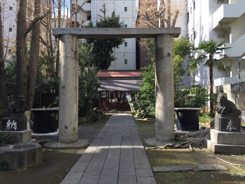 東京都港区新橋の盬竃神社(塩釜神社)の変わった鳥居