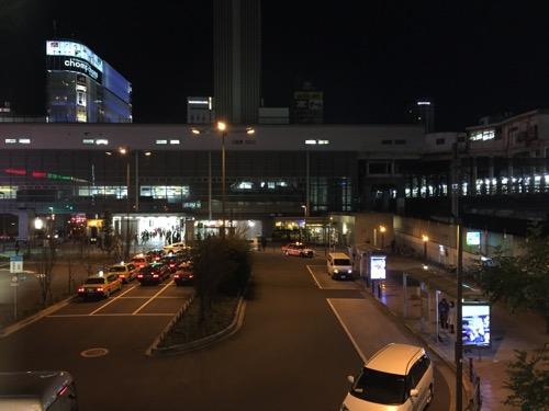 マクドナルド秋葉原駅前店2階窓際席からの夜の眺め