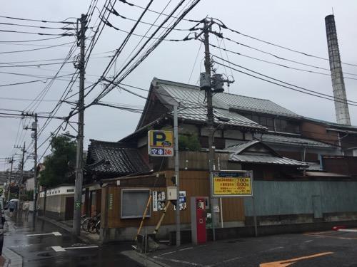 東京都足立区の銭湯・タカラ湯の外観(斜め横)と周辺の様子