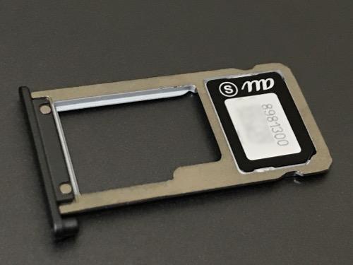 ASUS ZenPad 3S 10 (Z500KL)のSIMスロットにUQ mobileのnano SIMをセットした時の様子