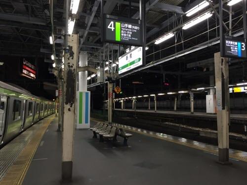 JR新橋駅4番ホームー山手線外回り(品川、新宿、渋谷方面)