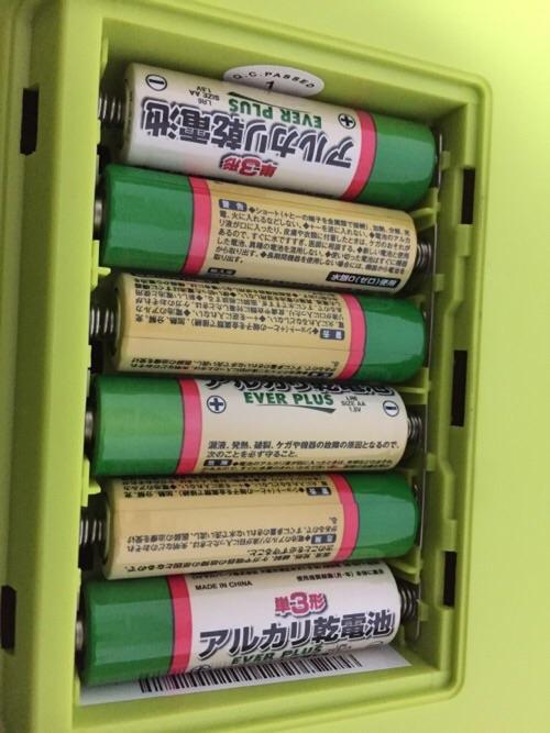 カシオ ミニキーボード S-46に挿入した6本のアルカリ乾電池