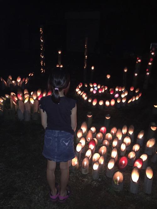 竹山荘の蛍イベントを盛り上げるための幻想的なローソクのライトアップ