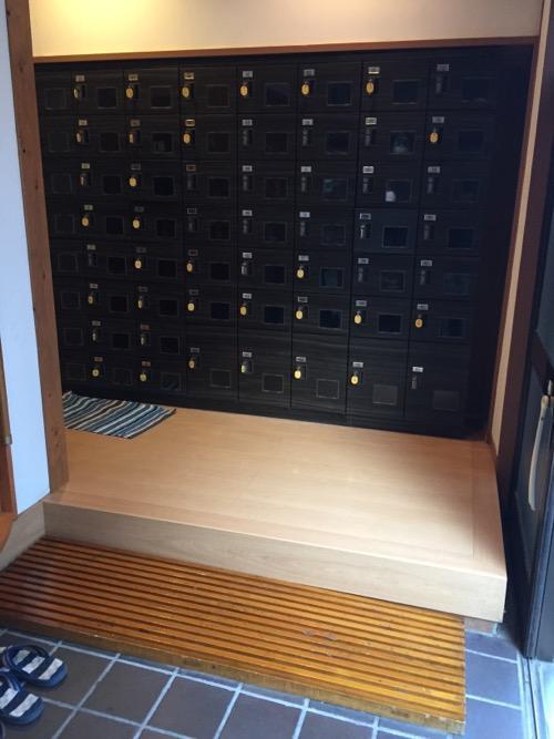 東京都足立区柳原の銭湯・大和湯の玄関の下駄箱