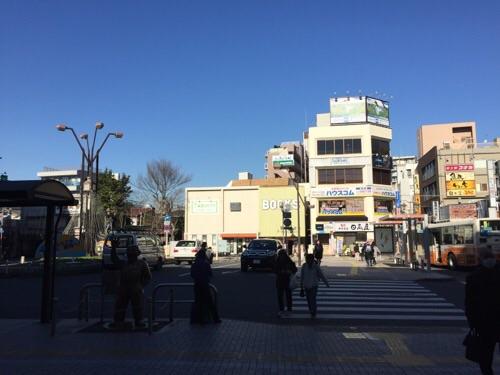 JR亀有駅構内から見た亀有駅北口の様子