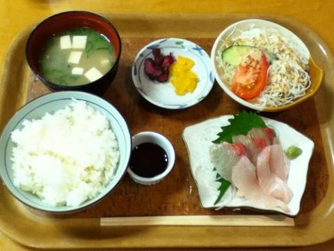 天然温泉キスケのゆで刺身定食を食べた