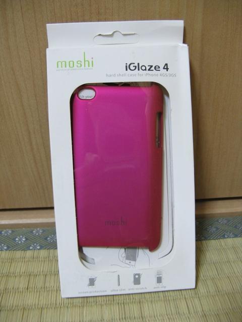iPod touch 4用の保護ケース(moshi iGlaze 4 ホットピンク)を装着した