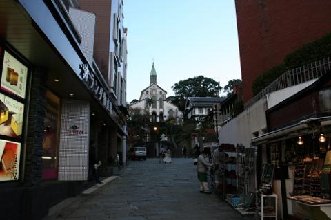 長崎県長崎市・グラバー通りから眺めた大浦天主堂