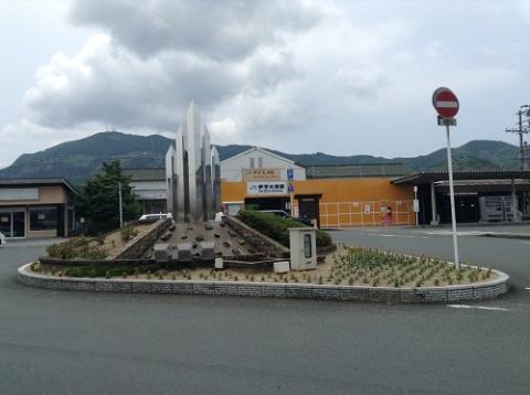 改装工事中の伊予大洲駅を眺める