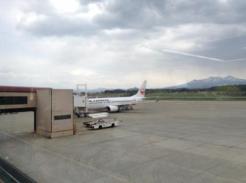 青森空港から青森駅までバスで移動