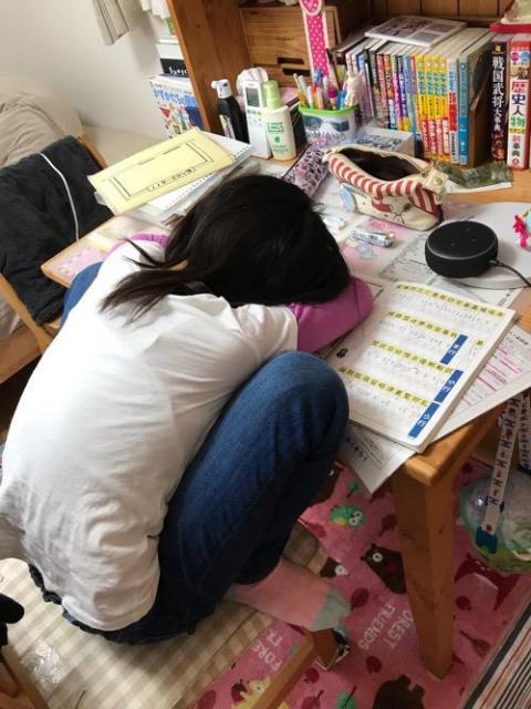 Amazon Echo Dotで川のせせらぎの音を聞きながら勉強して眠ってしまう娘