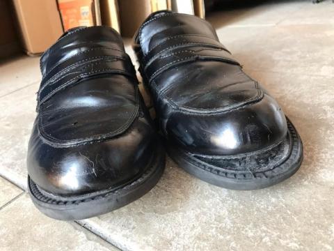 靴底が剥がれた靴を履き続けるのは危険なので修理せずに捨てた