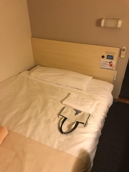 スーパーホテル飛騨・高山のシングルルームのベッド