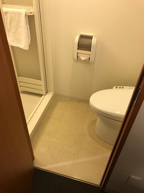 天然温泉 加賀の湧泉 ドーミーイン金沢の禁煙様ダブルルーム室内のトイレとシャワー室