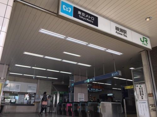 東京メトロ・JR綾瀬駅東口側の改札口付近