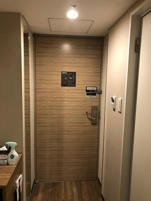 ヴィアイン名古屋新幹線口のエコノミーツインの出入口のドア