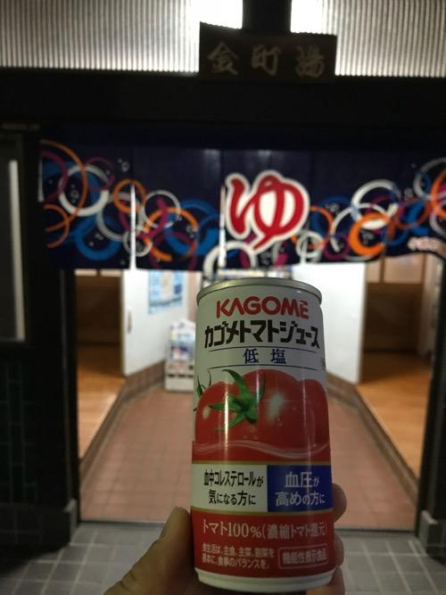 カゴメトマトジュース 低塩 190g の缶ジュース - 東京都 金町湯の玄関前にて