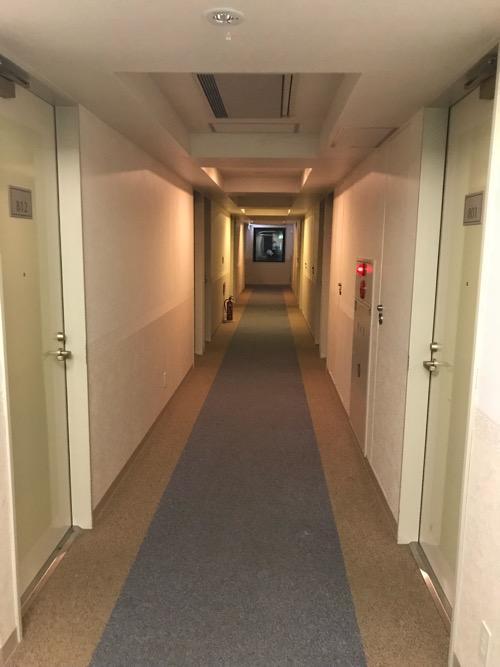 ホテルルートイン札幌北四条の客室前の通路