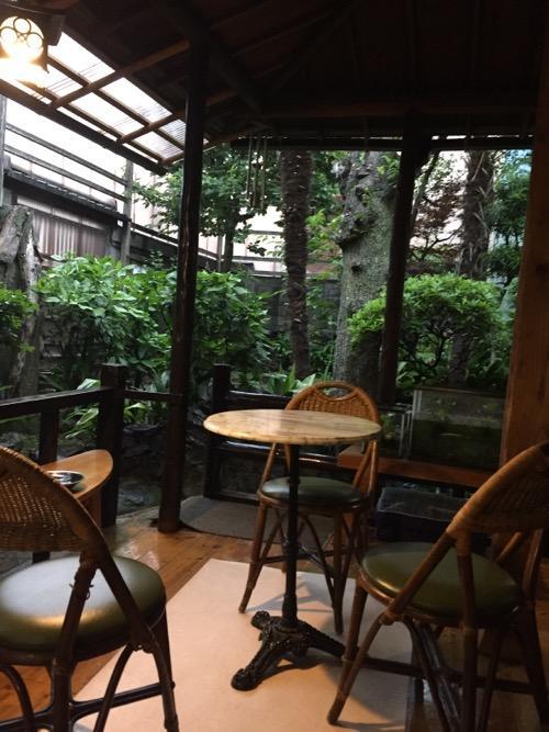 東京都足立区の銭湯・タカラ湯の縁側の休憩スペース