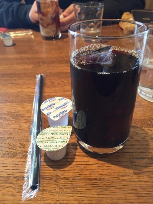 キッチン・ファミーユ(〒791-8034 愛媛県松山市富久町422 アイケンビル 1F)の日替わりランチのアイスコーヒー