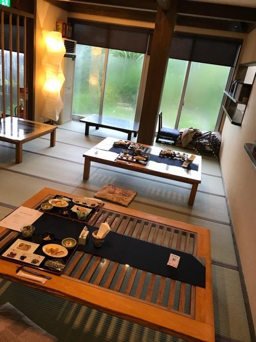 湯之谷温泉1階の食堂(朝の様子)
