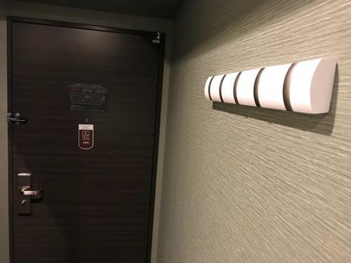 くれたけイン名古屋久屋大通のシングルルームの衣装掛けフック(閉じた状態)